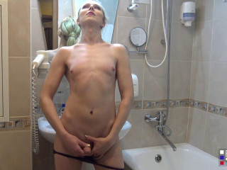 Lisa Romanova Pretty Lisa Playing In The Bathroom! (2017)