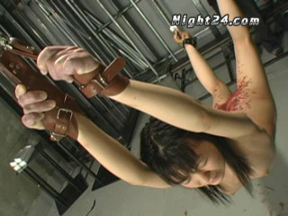 Asian Babe Likes Tortures