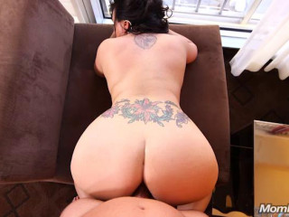 Trudy Freaky hairstylist  does first porn