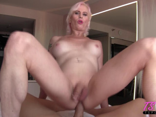 Nadia Vixen - mature towheaded sexpot Nadia enjoys the D