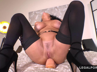 Luxury Sex addict Veronica Avluv gets a Double anal Gangbang for Dinner