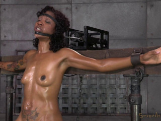 Deep throat expert Lotus Lain sybianed while bolted into the blow job machine