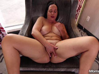 Thick Amateur MILF Loves Anal