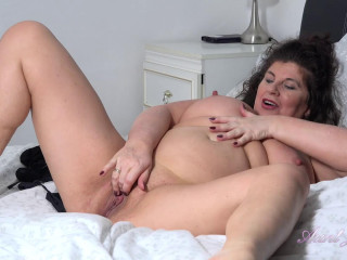Gilly - Bedroom Pantyhose Pussy Play