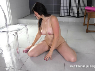 Ella pissing a glass and