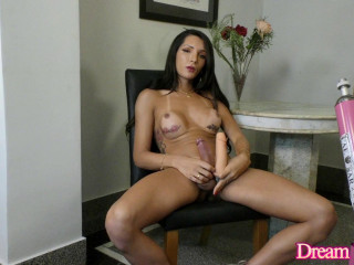 She Knows How to Cum