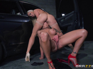 Insane Blonde Sits On Her Face