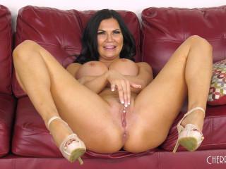 British Bombshell Jasmine Making You Wank