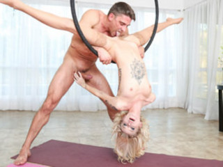 Arya Fae (Contortionist Arya's Flexible Buttfuck)