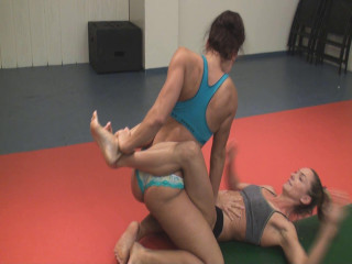 Julie Squeeze Vs. Skylar Rene - Full HD 1080p