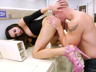 Madison Montag And John Magnum-Hot TS Orgy