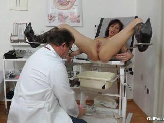 Andula (47 years lady obgyn exam)