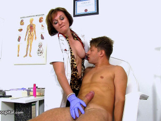 Czech doctor cougar Rosa big dick wankjob at clinic