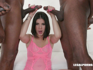 Lady Dee shows us how she enjoys black cocks