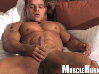 MuscleHunks - Clayton Cobb - Flex Machine