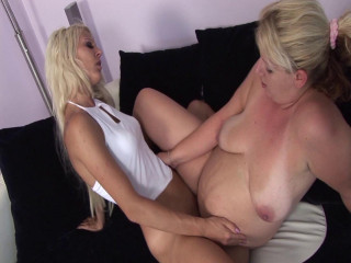 Fat and pregnant blonde plays with her girlfriend
