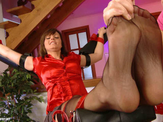 Feet by Sandra are tickled in Nylon