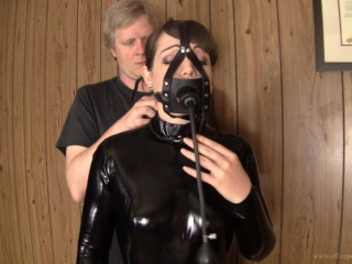 Elizabeth Andrews : Latex catsuit and inflatable butterfly gag