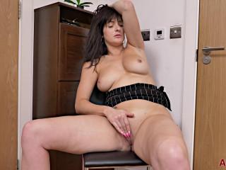 Big tit horny milf jessie masturbates at room