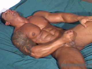 MuscleHunks - Ezequiel Martinez - Hot, Hard And Horny Bodybuilder