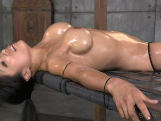 Deepthroat specialist Gaia restrained to bedframe vibrated