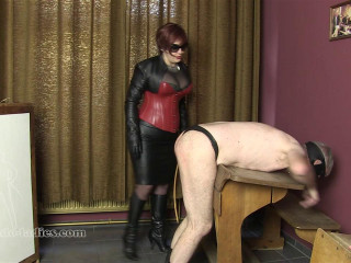 Mademoiselle de S - A Lesson With The Cane