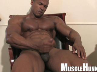 MuscleHunks - Augusto Elia - Pure Sex Machine