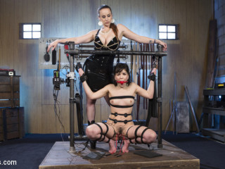 Scared Tough Electroslut Comes Hard on Electricity!