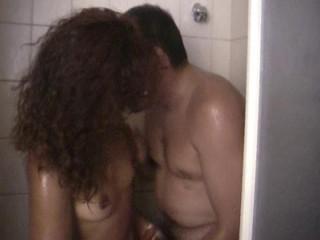 Dirty fuck-fest in tub