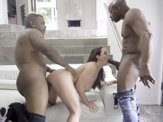 Gigant Black Dicks For Sexy White Slut