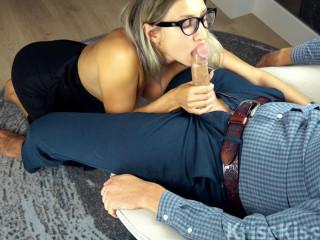 Sexy Babe Deep Suck Huge Cock