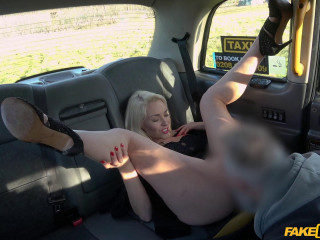 Blonde milf banged in a Taxi