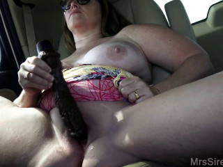 milf Masturbates and Fucks in suv full hd