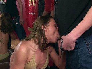 Suzy wanto to suck lots of cock...