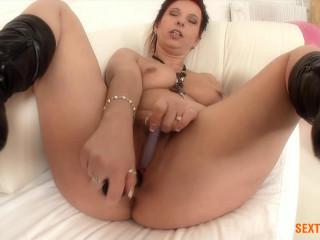 big booty milf fucks herself full hd