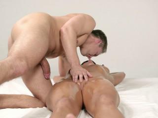 Chrissy Fox - Blindfold Massage (2015)