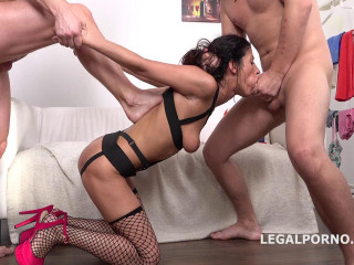 Victoriya Lusconi Gets Rough Anal