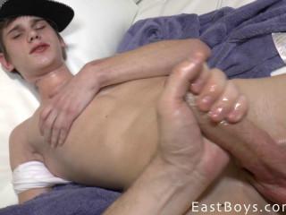 EastBoys - Andre Lucas - Casting - Massage - Handjob Part 2