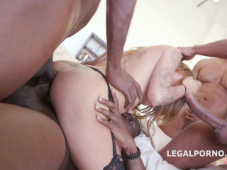 Rough 4on1 Gangbang For Silvia Dellai