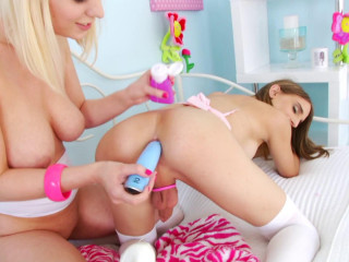 Platinum-blonde bombshell Virgin Ripped & Kelly Klaymour