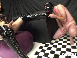 Mistress Brenda Likes Her Slave'S Ass