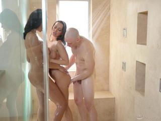Bethany Benz, Abigail Mac - Matchmaker Masseuse FullHD 1080p