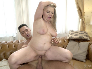 Betsy B - Grannys Fuck Couch (2019)
