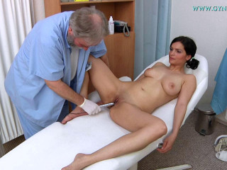 Luisa (22 years gal gynecology exam)
