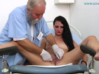 Brunette Viola checks her pussy