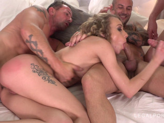 Blonde babe in intense orgy with masive dicks