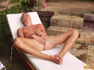 Bisexual Stud Kasper Enjoys An Afternoon In The Sun