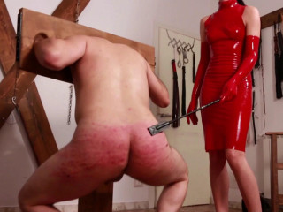 Domme Iside - Red Tough Flagellating
