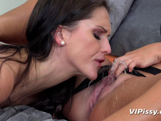 Piss Pleasing Brunettes Barbara Bieber & Vanessa Decker