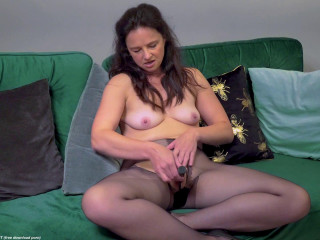 Mature Lady M. rips open her pantyhose